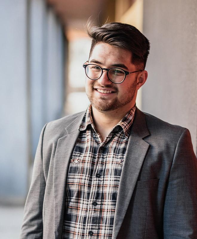 successful-hispanic-business-owner entrepreneur-30s